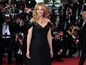 Herečka Julia Roberts pózuje fotografom na premiére filmu Money Monster v Cannes.