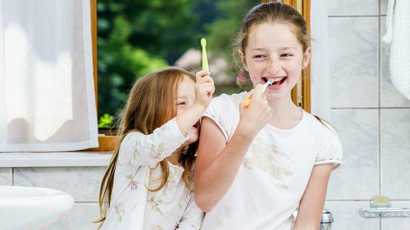 zuby, zubná kefka, zubná hygiena, umývanie zubov