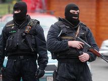 polícia, kukláči, pušky, zbrane, mafia, záťah, špeciálne jednotky, kriminalita, vražda, krádež, zločin, vyšetrovanie