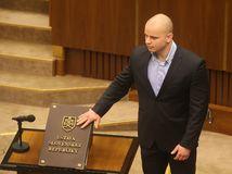 Mazurek je obvinený z extrémizmu, hrozí mu 15 rokov väzenia