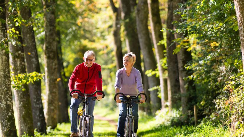 cyklisti, cyklistika, bicykle, príroda, šport,...