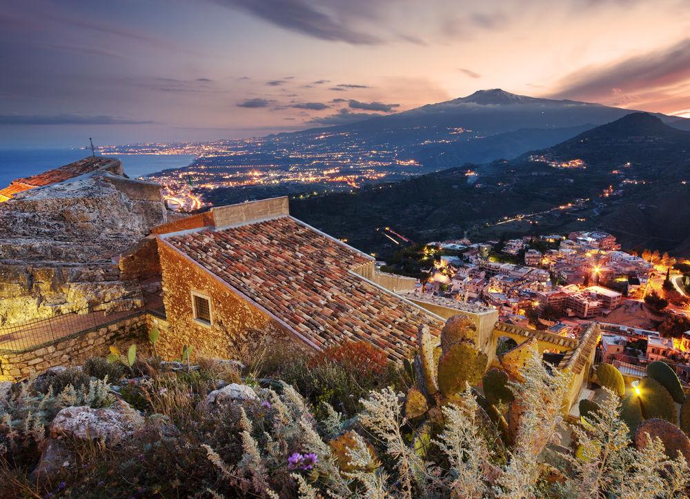 Sicília, Etna, sopka, Taormina, ostrov, večer, dovolenka, leto, noc,