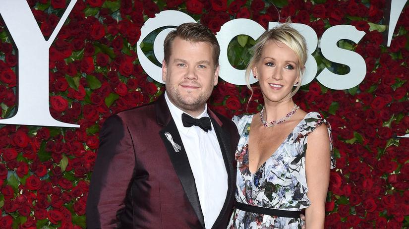 Moderátor James Corden a jeho manželka Julie...