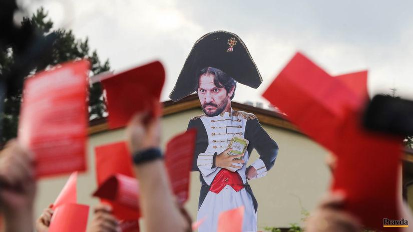 protest, Bonaparte, Kalinak, Fico, cervena karta