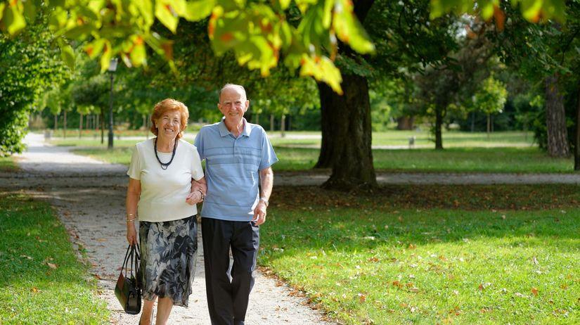 dôchodcovia, park, prechádzka