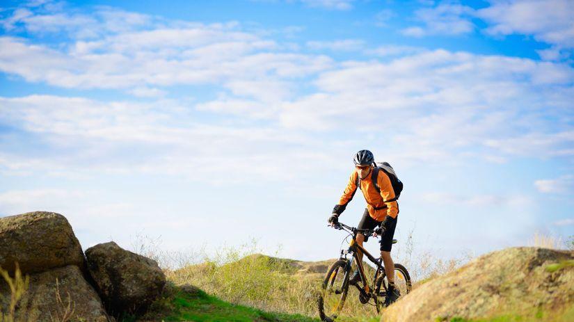 cyklistika, bicykel, cyklista, hory, prilba,...