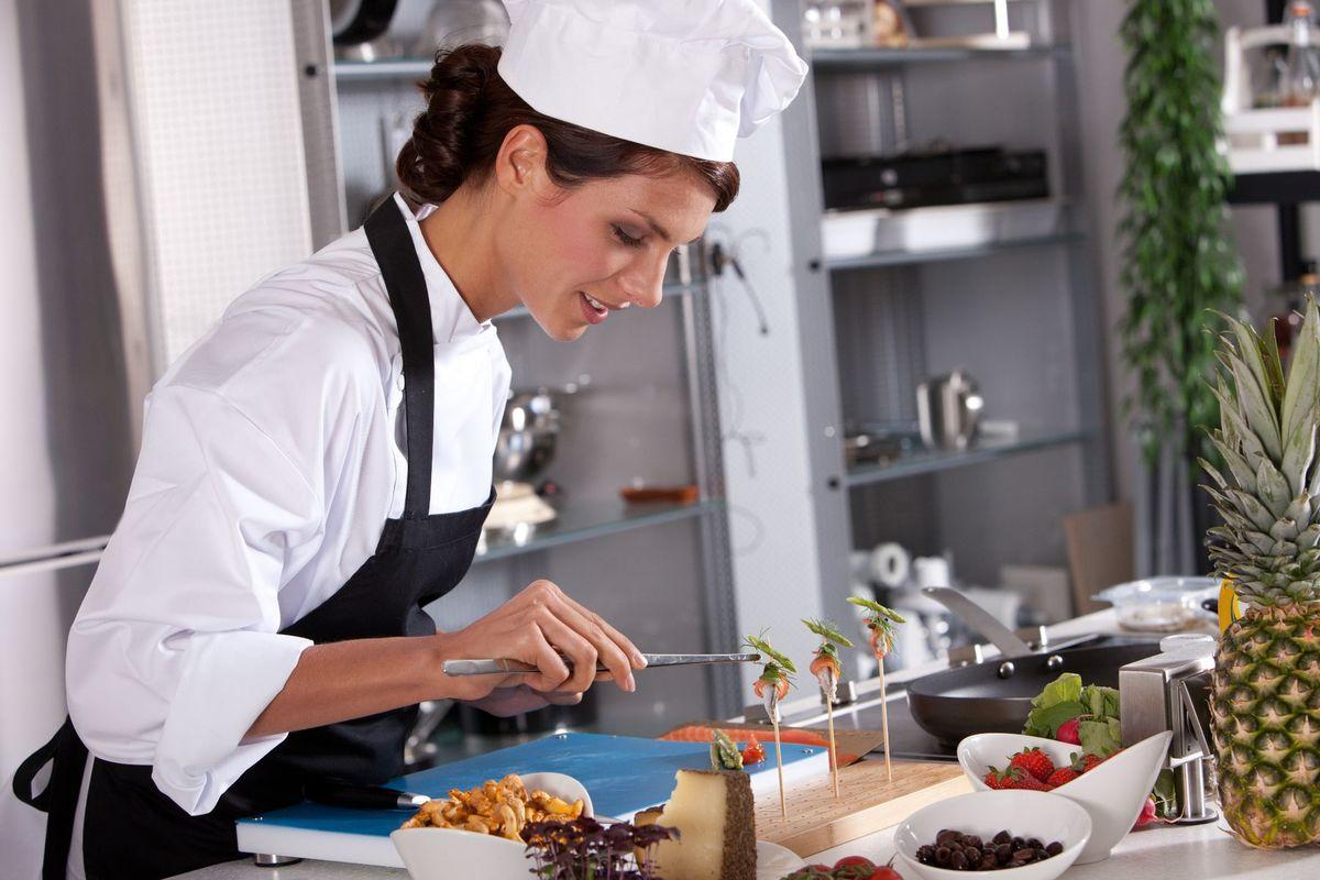 žena, kuchárka, šéfkuchár, kuchyňa, varenie, gastronómia