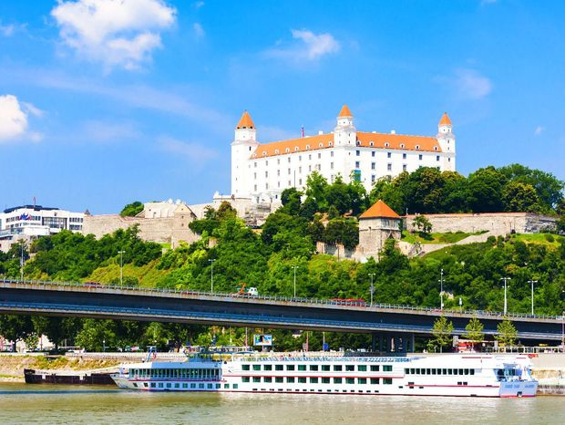 Dunaj, Bratislava, Bratislavský hrad, lode, most SNP,