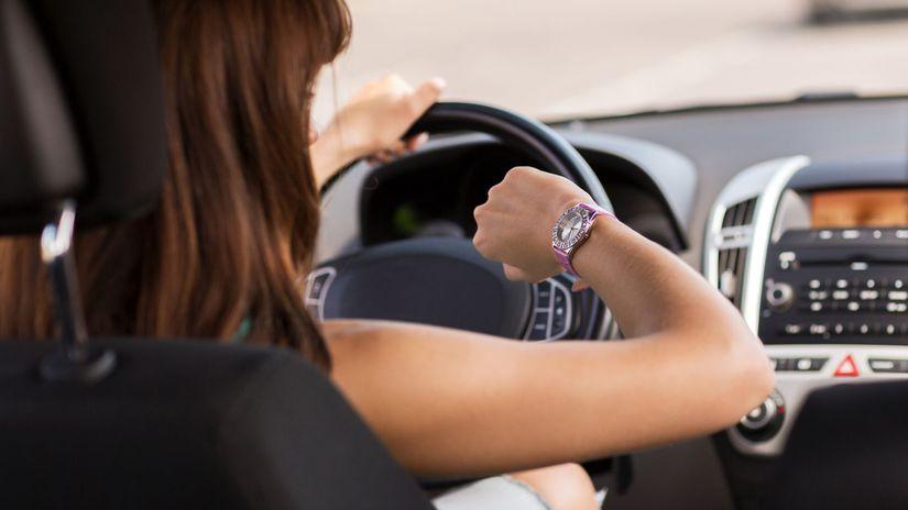 meškanie, auto, hodinky, zápcha, šoférovanie,...
