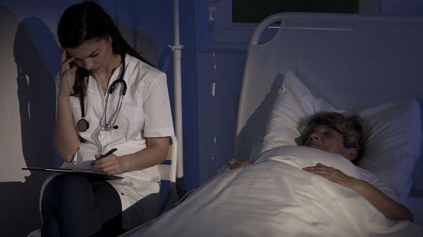 doktorka, nespavosť, starí ľudia, svetlo,...