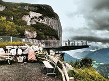 Turista zabránil pádu autobusu v Alpách, 23 ľudí zachránil od takmer 'istej smrti'