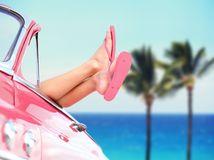 dovolenka, leto, more, letná dovolenka, cestovanie, auto, šľapky, žabky, nohy, relax, ružová