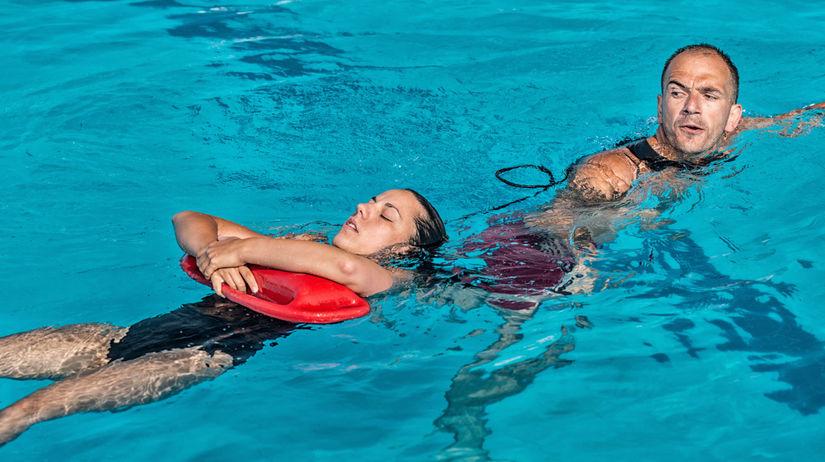 plavčík, záchranár, bazén, voda, kúpalisko,...