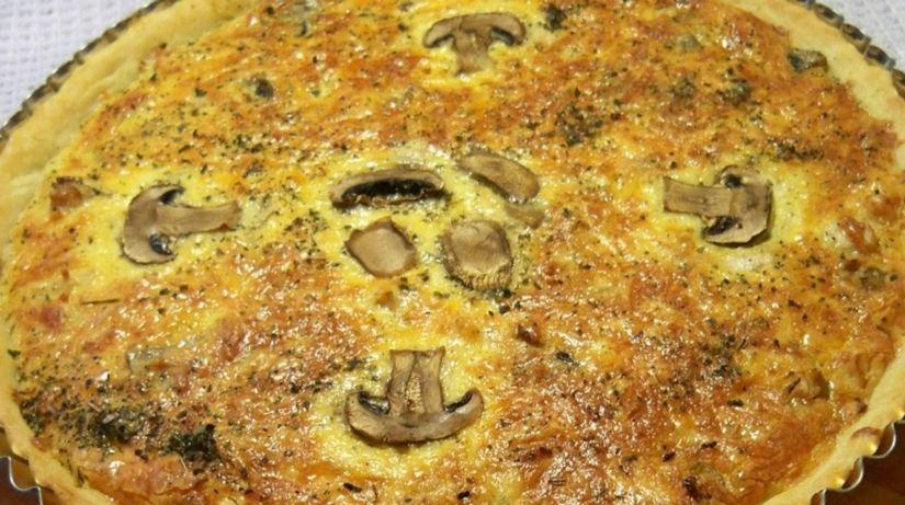 hubový koláč so šampiňónmi, huby