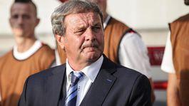 Kto by mal nahradiť Jána Kozáka v pozícii trénera SR?