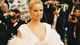 Rok 2001: Slovenská modelka Adriana Sklenaříková