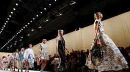Modelky na prehliadke značky Fendi v Miláne.