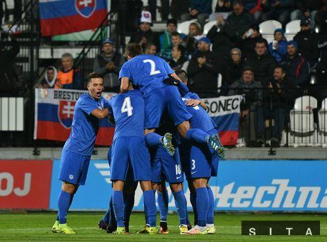 9d09ed46ed7b1 Radosť hráčov Slovenska po druhom góle počas futbalového zápasu  kvalifikácie ME 2017 hráčov do 21 rokov medzi Slovensko - Bielorusko.