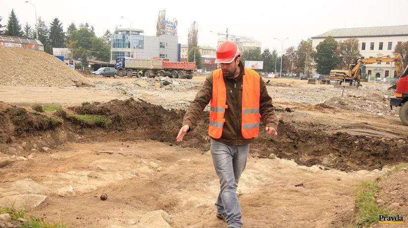 Martin, archeológ, stavba
