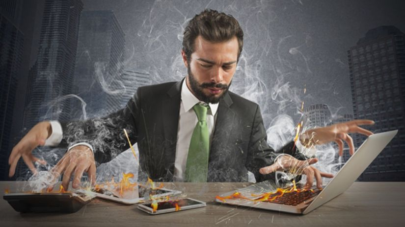 muž, práca, stres, mobil, notebook
