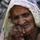 Pakistan, stará žena, babička, starena,
