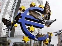 euro, peniaze, EU, európska únia, €, mena, ECB, Európska centrálna banka, holuby,