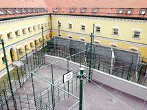 väznica, väzenie, basa, Leopoldov, väznica v Leopoldove,