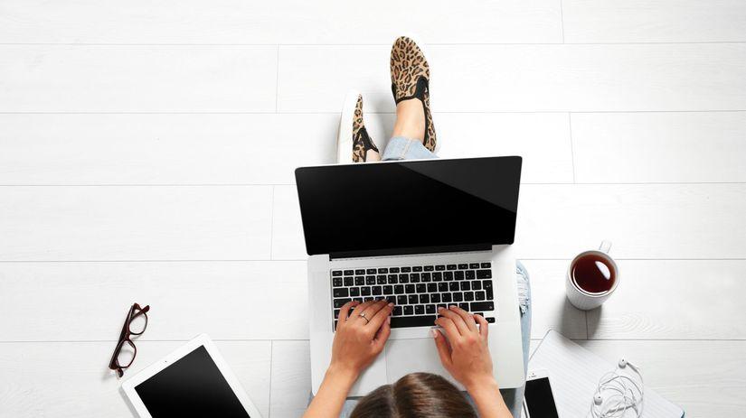 Študent, notebook, počítač, pc, práca