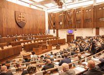 Prieskum: Do parlamentu by sa dostalo deväť politických subjektov