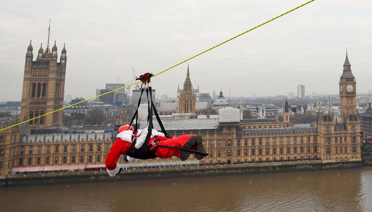 Londýn, Mikuláš, Santa Claus, rieka Temža, Británia, Vianoce