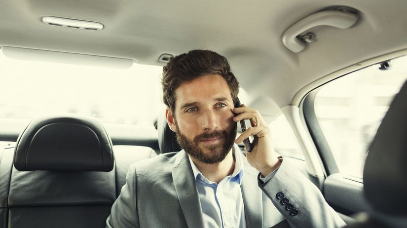 muž, práca, auto, telefón,