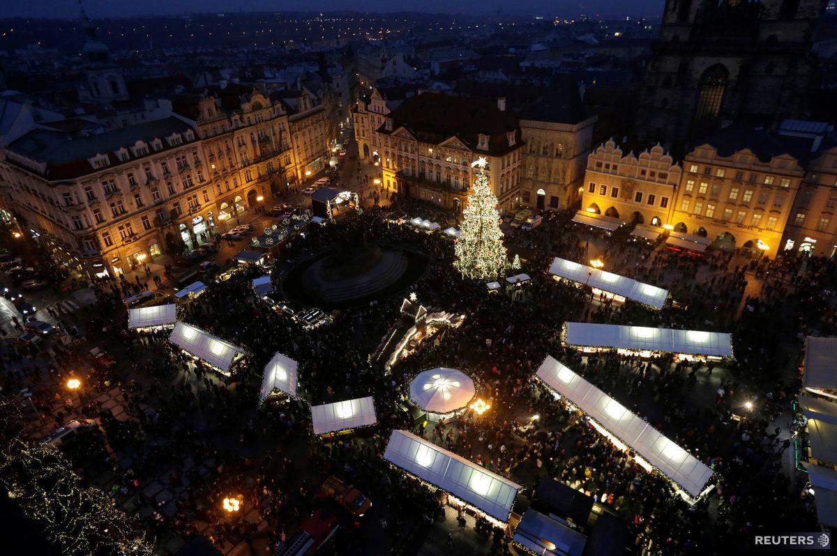 Praha, Vianoce, vianočné trhy, stánky, Staromestské námestie