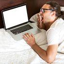 práca, laptop, notebook, únava, ospalosť, lenivosť