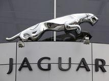 podpis zmluvy jaguar land rover, Jaguar, showroom