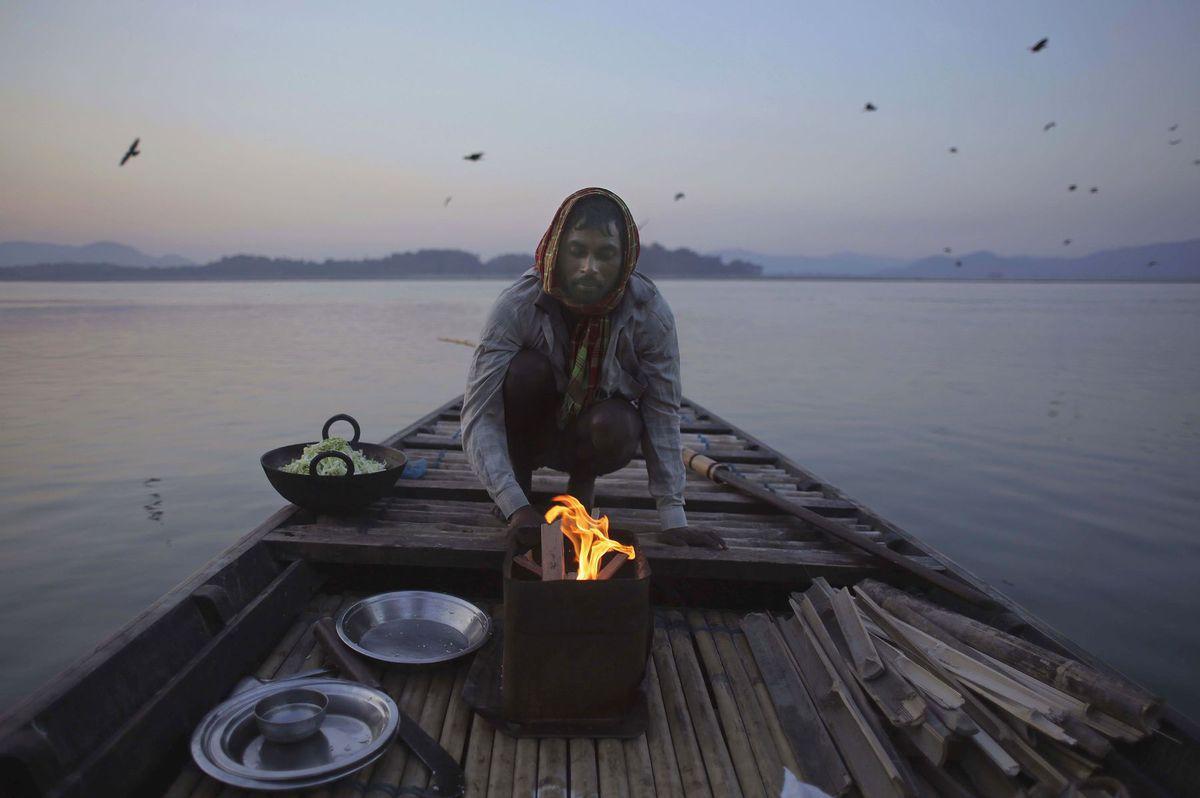 India, oheň, rybár