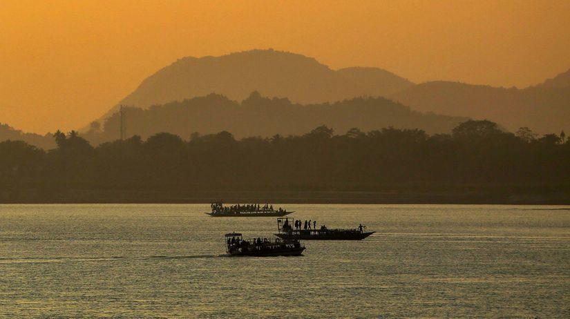 India, rieka, večer, lode, člny