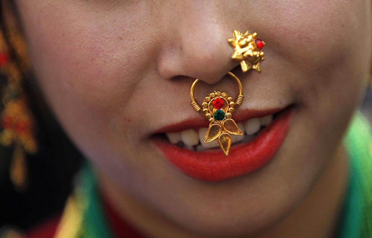Nepál, piercing, pírsing, nos, tvár