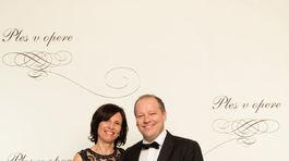 Riaditeľ televízie Markíza Matthias Settele s manželkou.