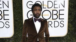 Herec a spevák Donald Glover v obleku Gucci.