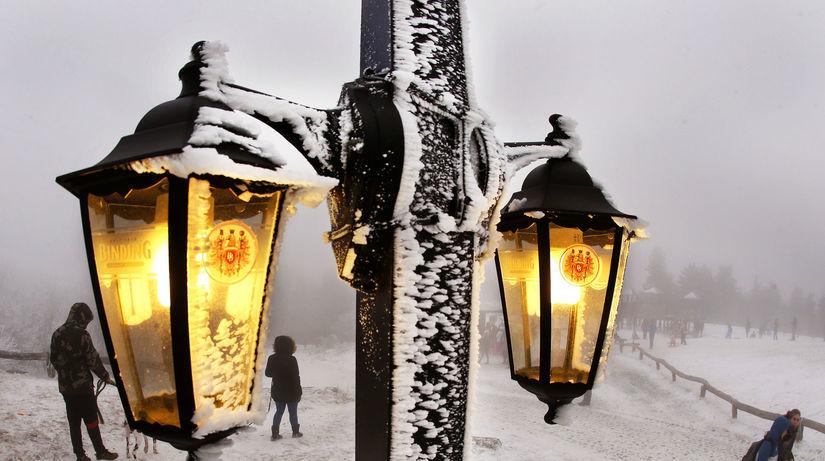 lampáše, lampy, svetlo, sneh, zima, mráz,