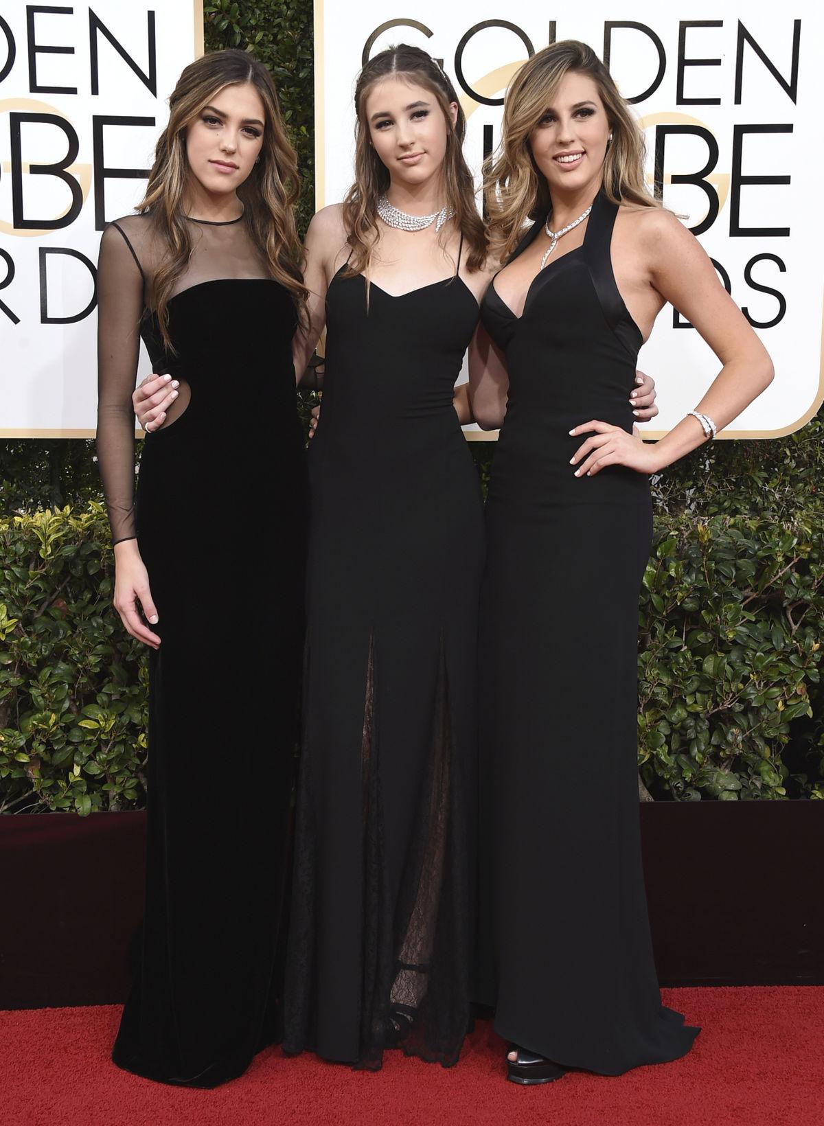 Miss Zlatých glóbusov - zľava: Sistine Stallone, Scarlet Stallone a Sophia Stallone.