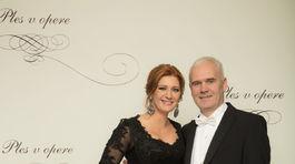 Riaditeľka Plesu v opere Andrea Cocherová a jej manžel Ivan Golian.