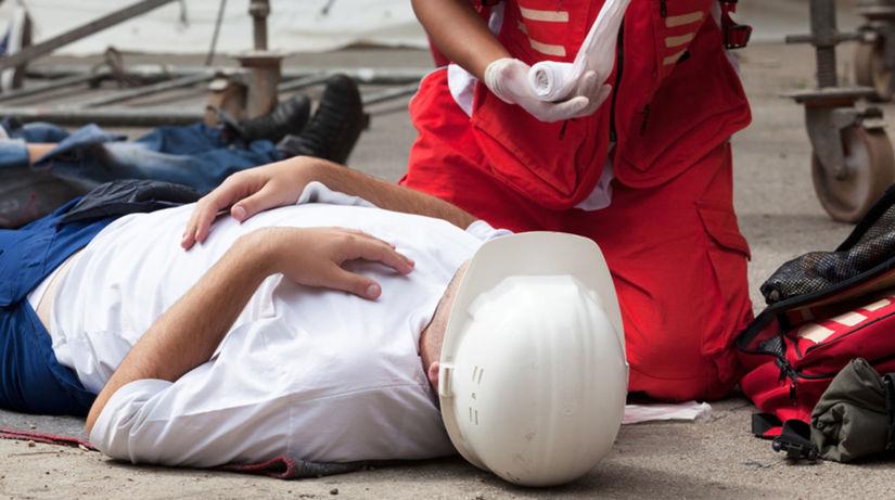 zranenie, úraz, záchranár, sanitka, prvá pomoc