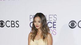 Herečka Jamie Chung prišla v šatách Martha Medeiros.