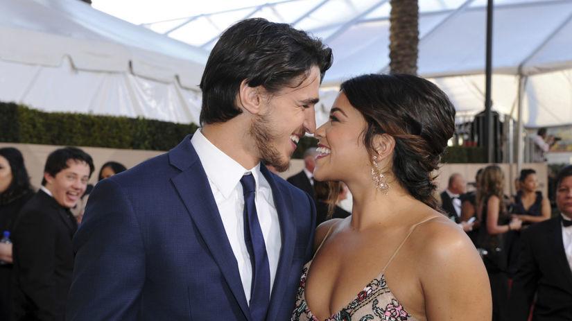 Herečka Gina Rodriguez a jej zamilovaný partner...