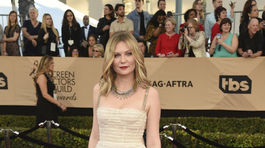 Herečka Kirsten Dunst sa objavila v šatách Christian Dior.