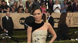 Herečka Thandie Newton prišla v kreácii Schiaparelli Couture.