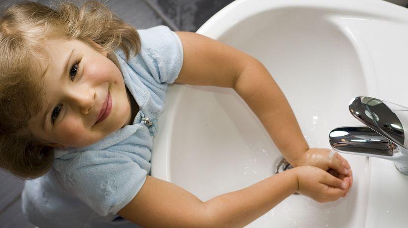 dievčatko, ruky, chrípka, umývanie rúk, dieťa