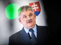 Ďalší rozpor v koalícii. SNS vyzýva Smer zvážiť zotrvanie Richtera na poste ministra