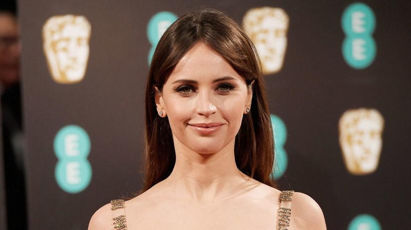7 najkrajších lookov z BAFTA - prirodzenosť -...